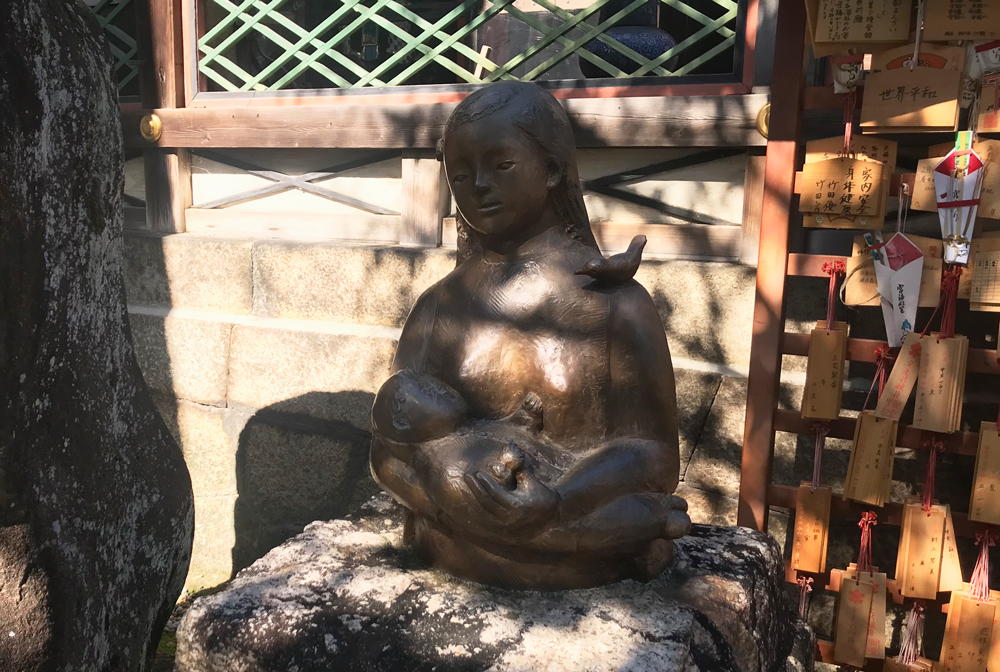 御香宮神社、神功皇后の銅像