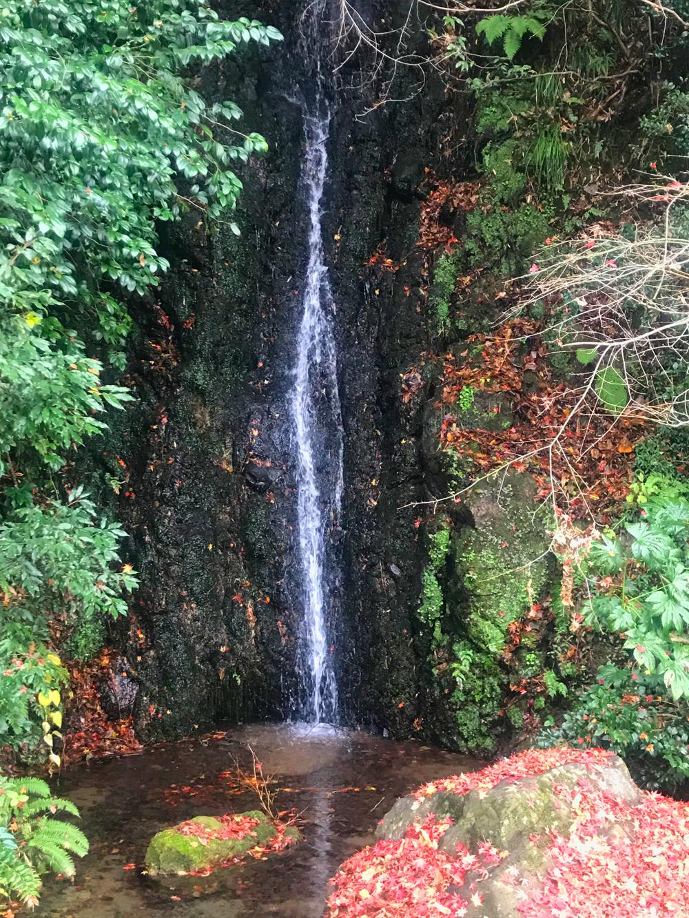 金剣宮の不動滝