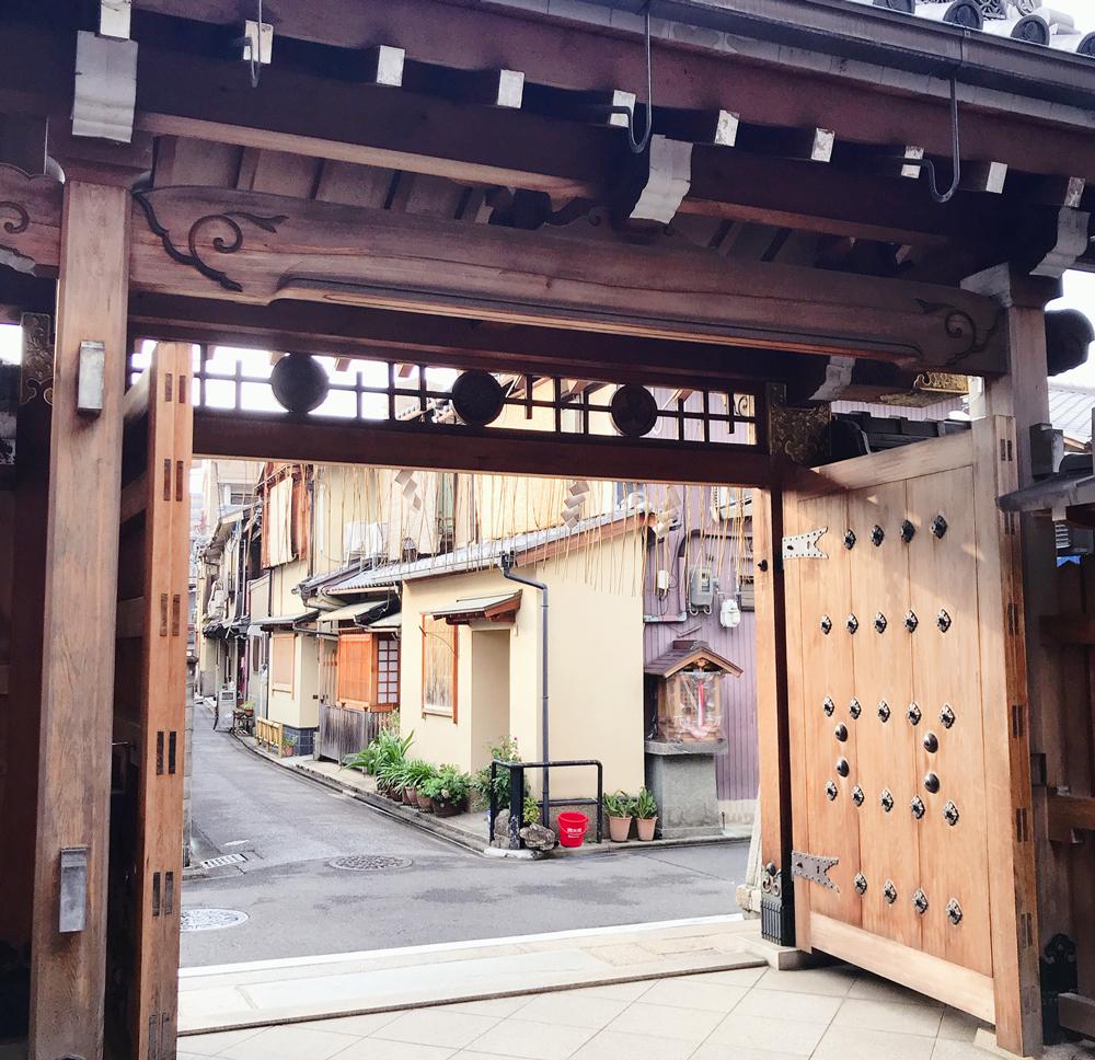 京都えびす神社の裏門
