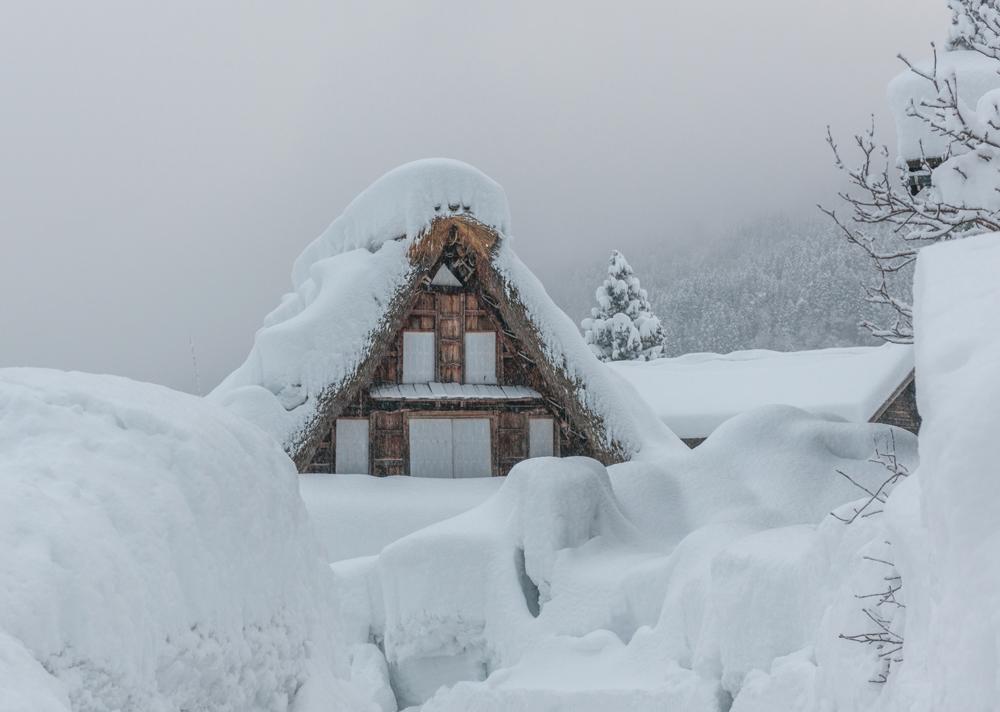 五箇山合掌造りの冬