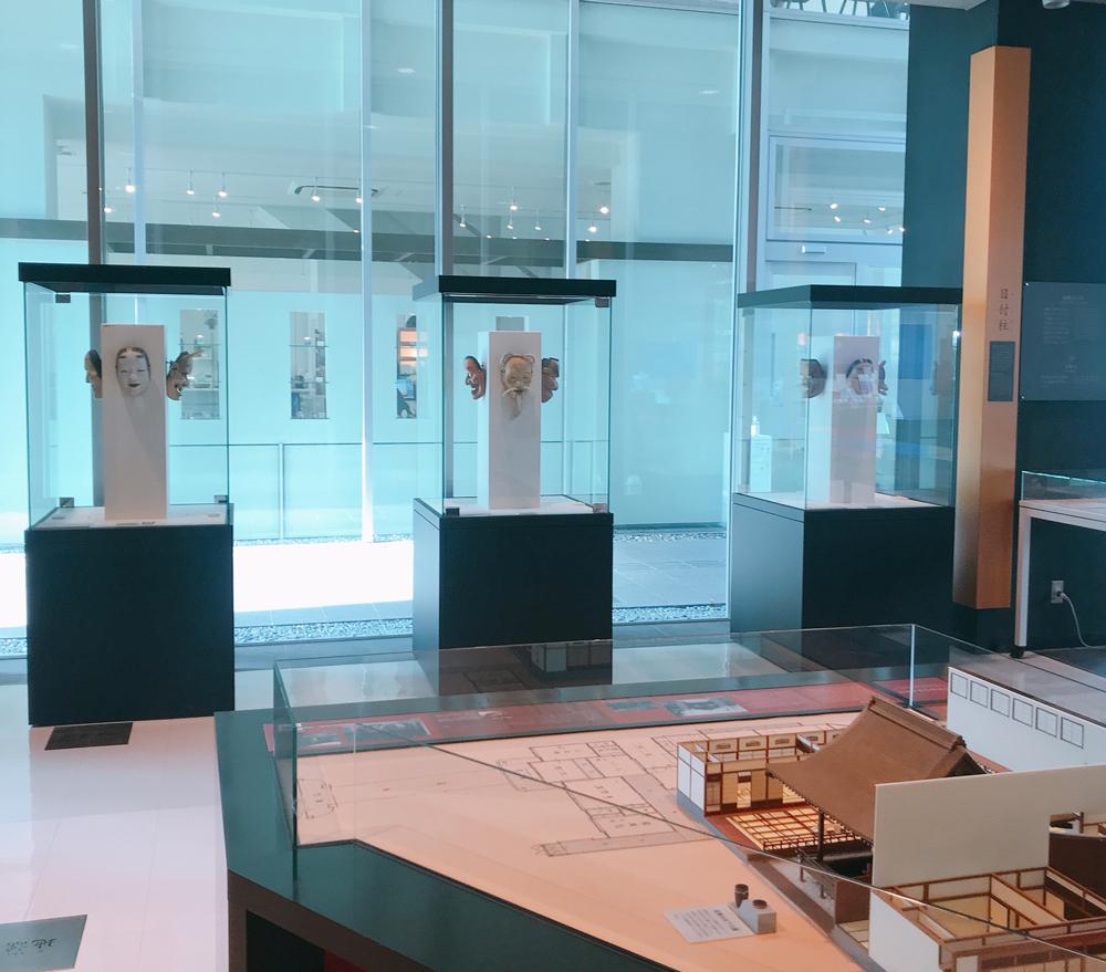 金沢能楽美術館の1F展示室