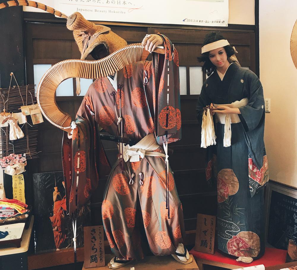 五箇山に奈良時代から伝わる民謡、こきりこ節
