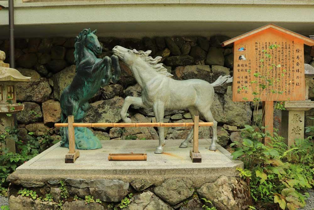 貴船神社の神馬(しんめ)