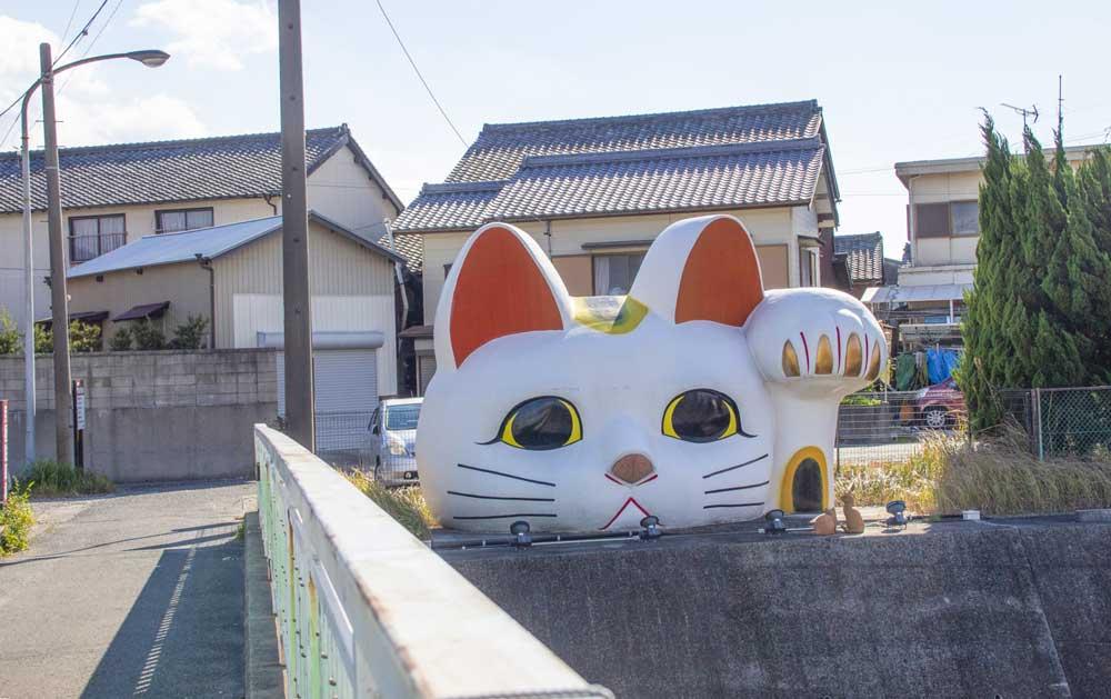 常滑市の巨大招き猫