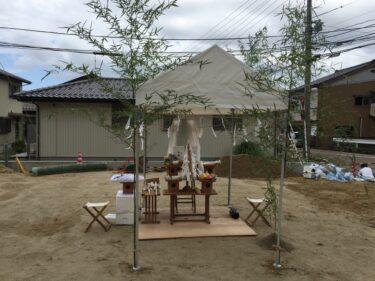 【地鎮祭の意味】参加者の服装や神主への玉串料・供物、開けてはいけない鎮め物って?